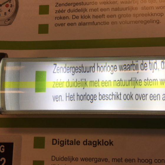 Leesliniaal met LED-verlichting   slechtziend.nl